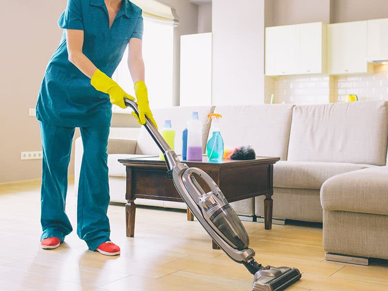 Vacuum with Retractable Cord