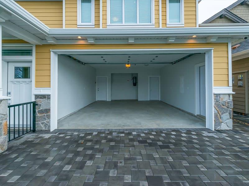 A clean home garage