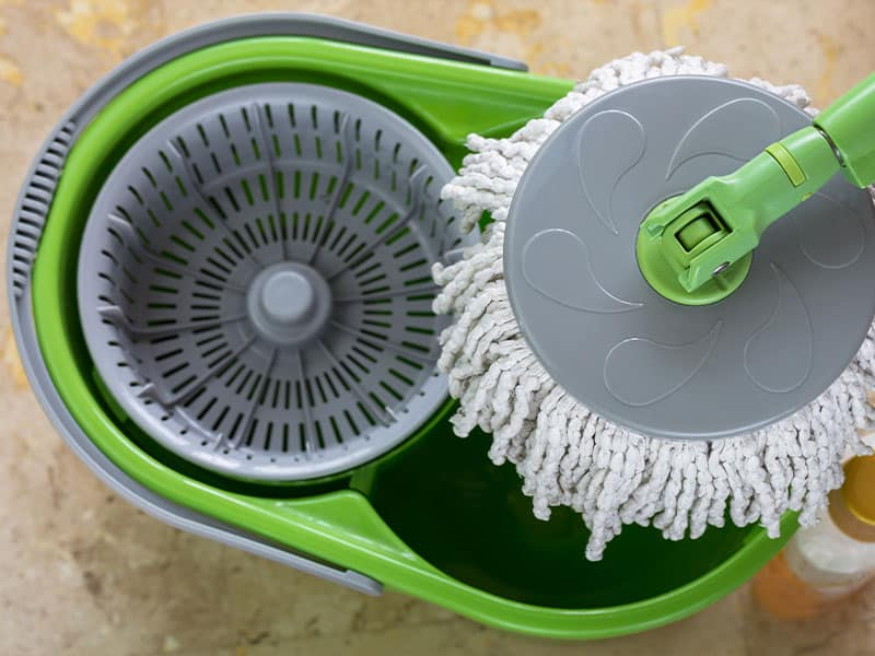A round spin mop with microfiber head