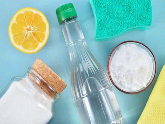 Cleaners vinegar baking soda