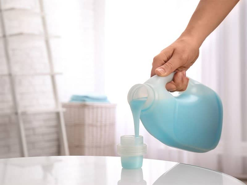 You should use the detergent bottle cap to measure the liquid easily.