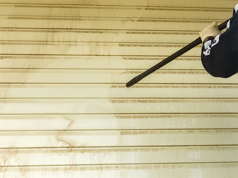 Cleaning Vinyl Siding Wall
